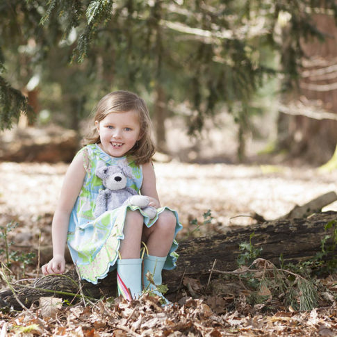 children's-photoshoot-Styal-woods-girl-with-teddy-bear